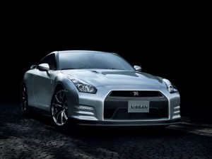 2013-Nissan-GT-R-Front-Angle-1